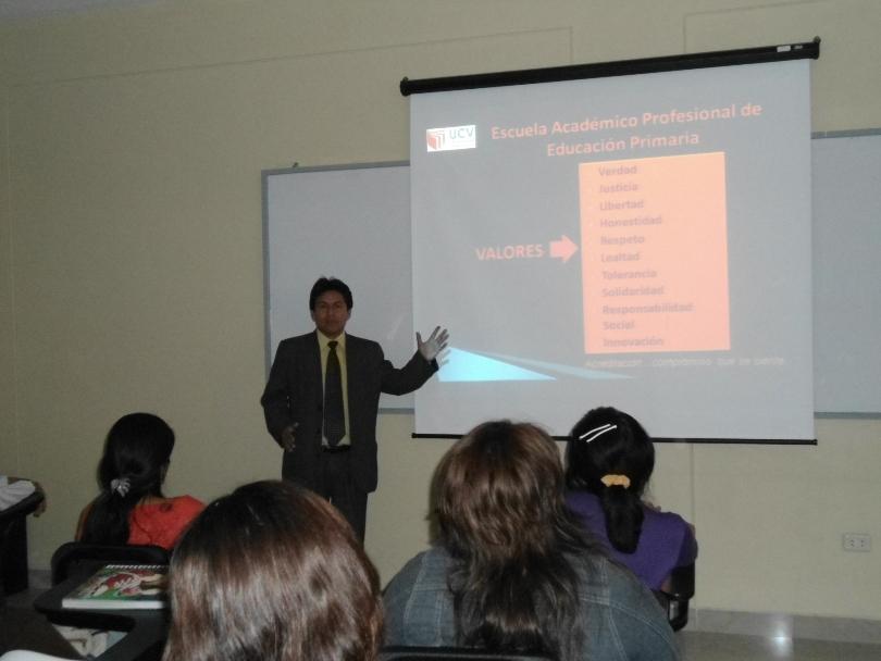 Director de Escuela de Educación Primaria Difunde Plan Estratégico y Plan Operativo  2011-II