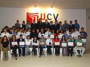 Alumnos vallejianos reciben diplomas por su excelente rendimiento académico